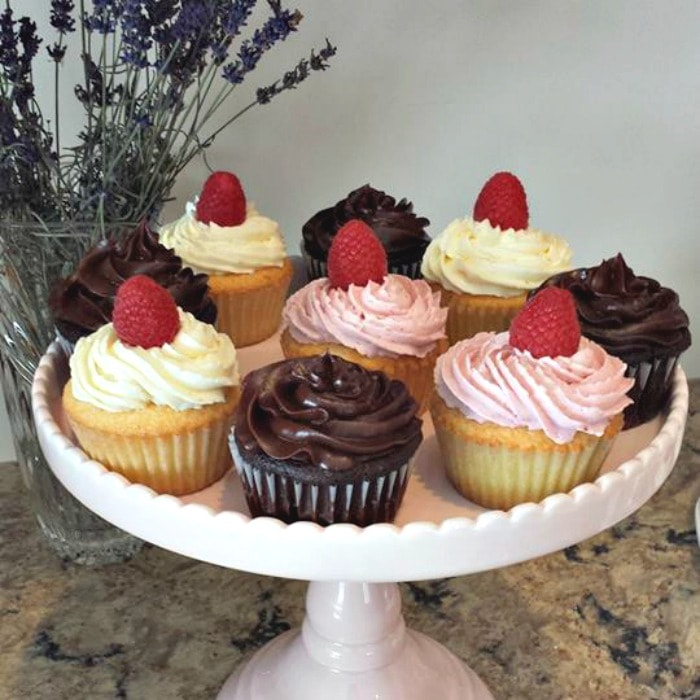 YUM! Baked Goods Cupcakes-min