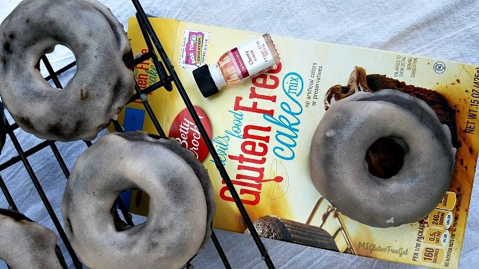 two ingedient gluten-free donuts chocolate cake with box-min